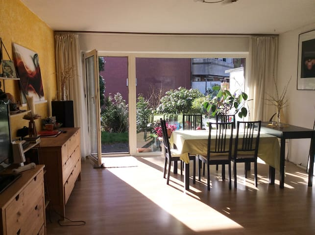 Quiet and bright accommodation with terrace - Hamburg - Daire
