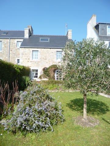 Maison avec jardin clos en ville - Saint-Pol-de-Léon