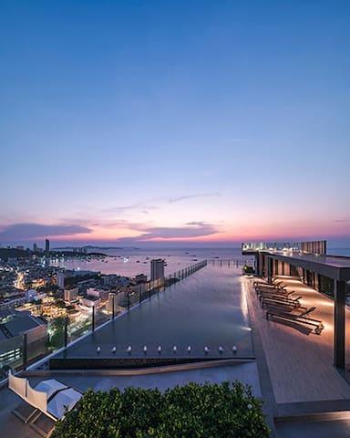Nice location.Fantastic rooftop pool.New built. :D - Pattaya City