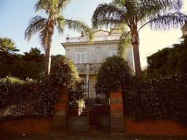 """""""PARVA SED APTA MIHI"""" - Sant'Agnello - Casa"""
