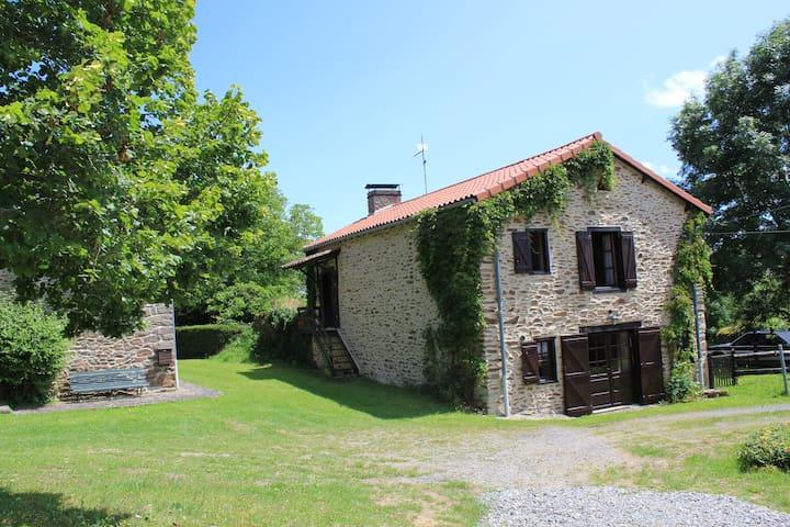Grande ferme restaurée - Arlanc - Hus