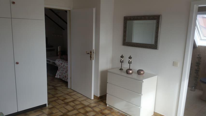 Gemütliche Dachgeschosswohnung - Bad Wünnenberg - Apartemen