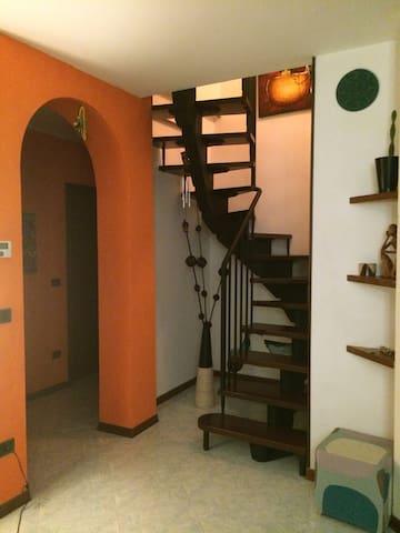 Double bedroom well located - Felegara - Daire