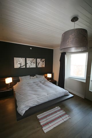 Large room with private bathroom - Gent