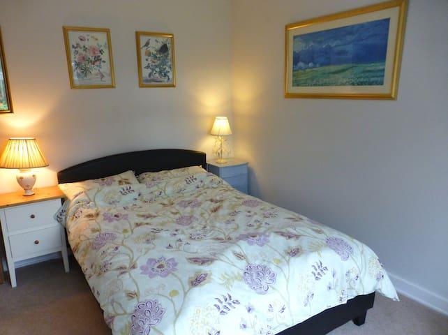 Lovely Room in Fabulous UK Village - Elstead - Ev