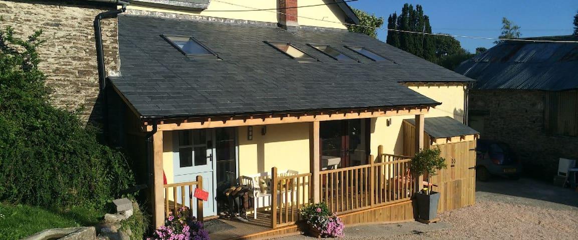 Cross Farmhouse B&B  - East Allington - Bed & Breakfast