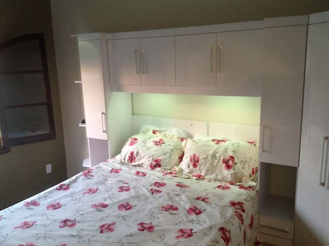 Private comfortable room  - Amparo - Dům
