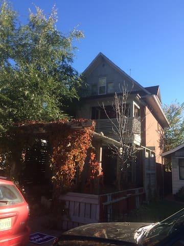 The Cosy Caswell Mansion - Saskatoon - Casa