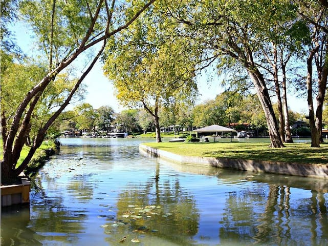 Laguna Rio Retreat - Seguin
