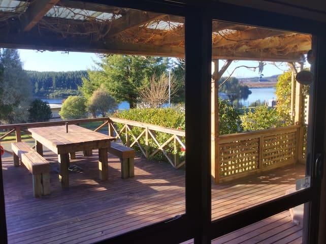 Holiday cottage with lake view - Mangakino - Hus