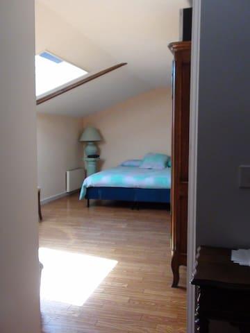Loue chambre meublée indépendante - Grigny - Hus