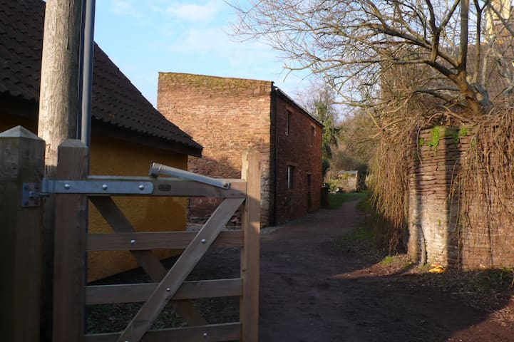 The Annexe, Champion House, Moorend Farm, Hambrook - Bristol