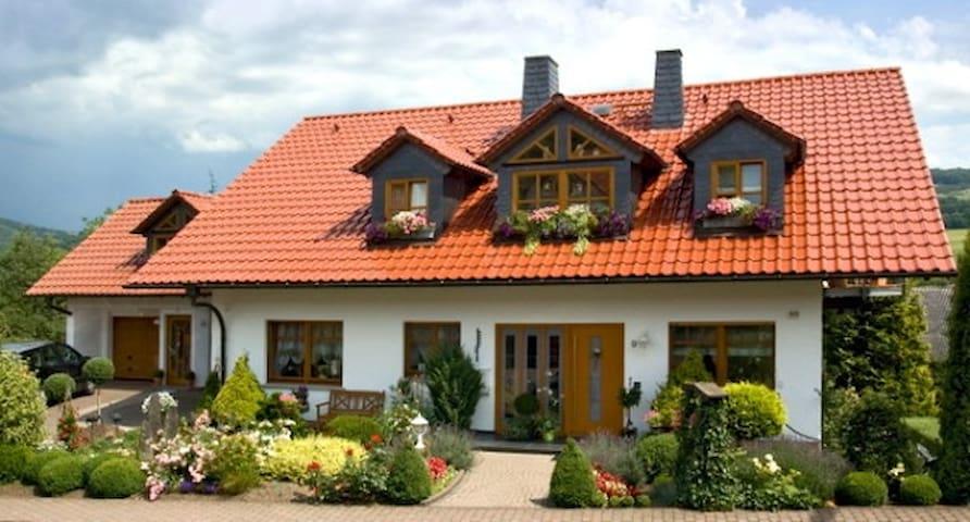 Haus Ulstertal - Ferienwohnungen - Ehrenberg (Rhön) - Appartement