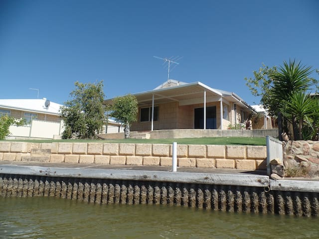 Dolphin View Cottage - South Yunderup - Talo