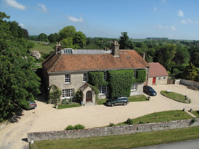 The Rose Room at Manor Farm B&B, AA 4* Gold - Collingbourne Kingston - Bed & Breakfast