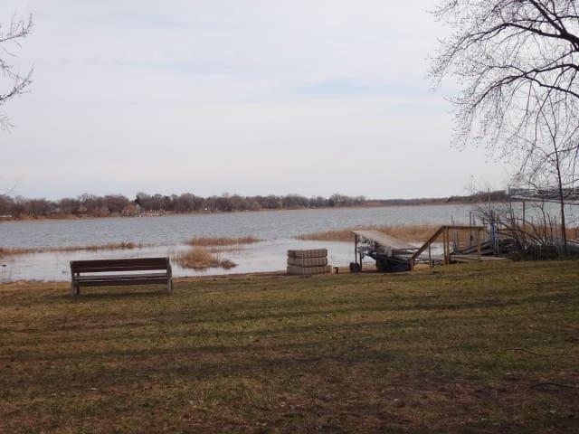 Lake Access Home, 5 Min Walk to Grocery and Food - White Bear Lake - Casa