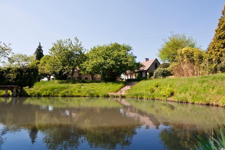 historische boerderij, eigen meer & schuren privé - Château-Chervix - Huis