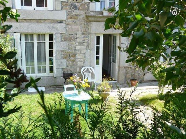 Maison de charme sur l'Aubrac - Sainte-Geneviève-sur-Argence - Huis