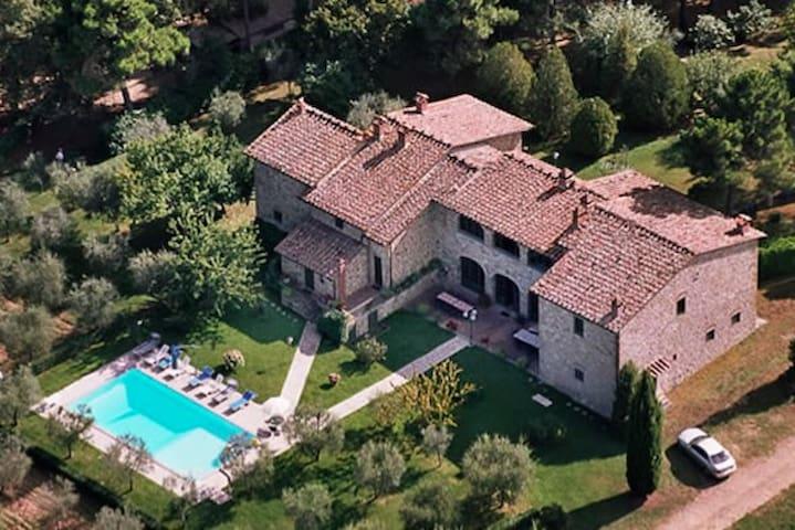 Marvelous villa close to Siena for 16+ people - Provincia di Arezzo - Hus