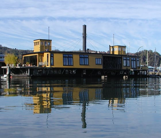 Historic Ferryboat In Sausalito - Sausalito - Casa