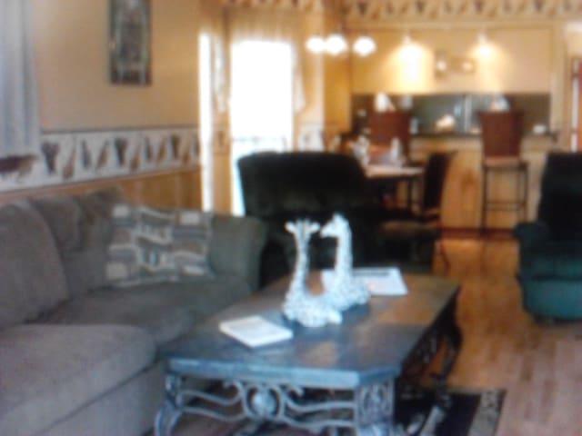1 Bedroom Condo under Oak Trees - Albita Springs - Квартира