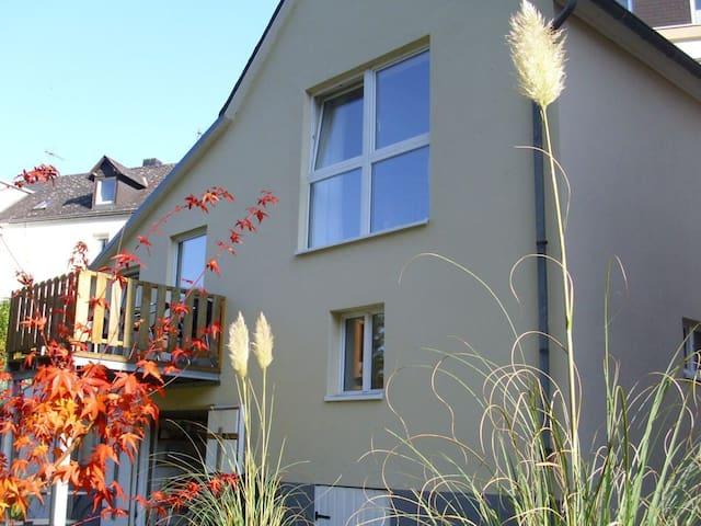 Fewo Am Mühlbach in alleinstehendem Häuschen - Waldrach - Casa
