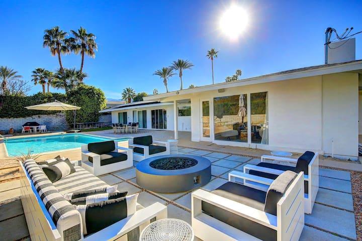 'Modern Oasis' Mid-Century Style 4 Bedroom 3 Bath - Palm Desert - Casa