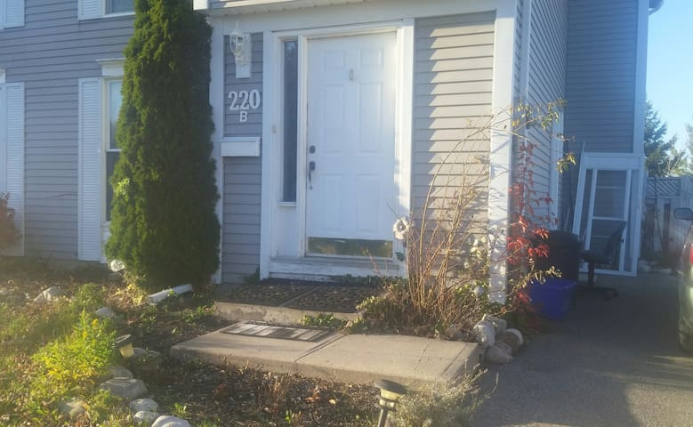 Private Basement Apartment on University Avenue - Waterloo