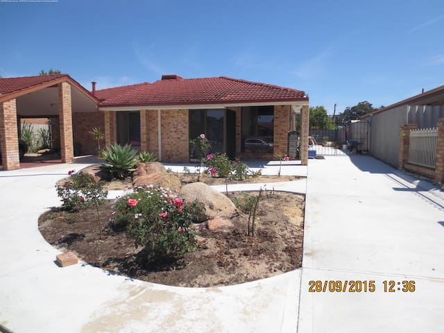 Master room and single room for let - Riverton - Casa
