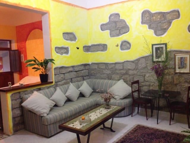 Casa indipendente con ampio giardino. Pet friendly - Santa Maria Coghinas - Hus