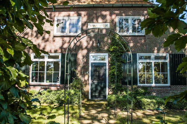 Boerderij de Muetstege - veurhuus - Lochem - Hus