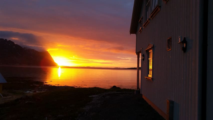 House with midnight sun view - Vågan - Huis