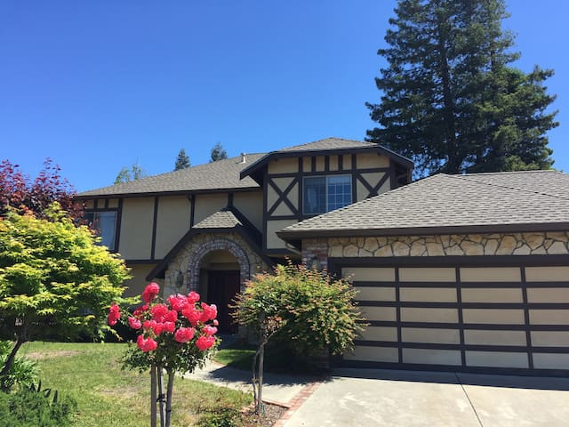 Whole house with 5 beds in 3 rooms - El Sobrante - Casa
