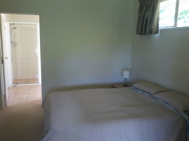 Executive room w/ Ensuite &Terrace - Kaikohe