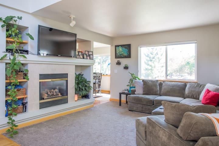 Private room & loft w/ full bath - Fort Collins - Talo