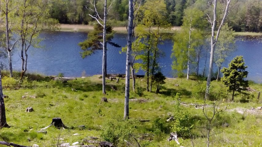 Gästrum på lantgård nära sjö - Norrtälje S - Hytte