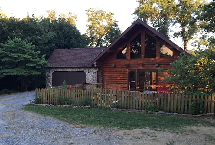 Serene log home at Murray Hill - Strasburg - Hus
