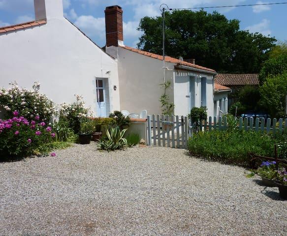 Charming Traditional Vendee Cottage - Saint-Vincent-sur-Graon - Casa
