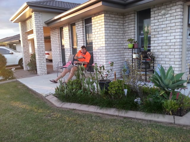 A double-bed bedroom. - Caboolture - Huis