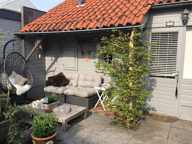 cottage, parking, airport-transport - Aalsmeer