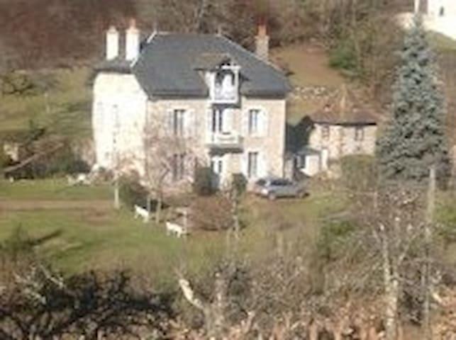 Chambre dans maison de maître - Vic-sur-Cère - Hus
