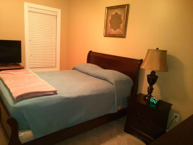 Comfortable room in quiet neighborhood - Fayetteville - Casa