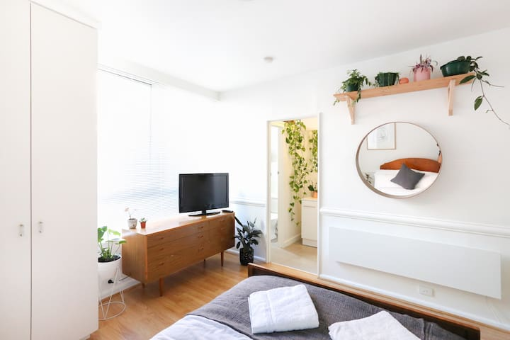 Sunny East Melb Apartment - moments from CBD - East Melbourne - Daire