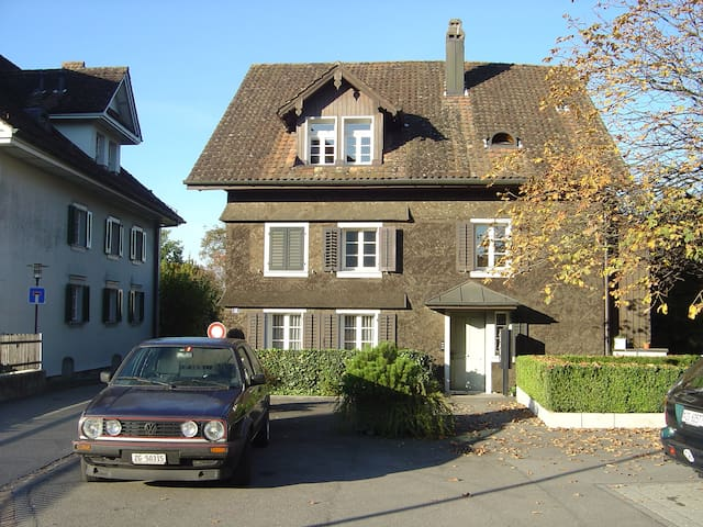 Renovated apartment in Swiss style - Baar - Daire