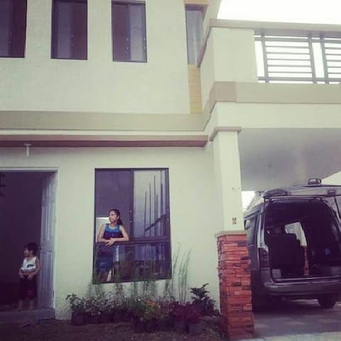 Affordable placeTostay Philippines - Silang - Hus