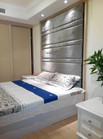 鹏丽南华·泰润国际公寓,一室一厅大空间豪华度假房 - Qingdao - Pis