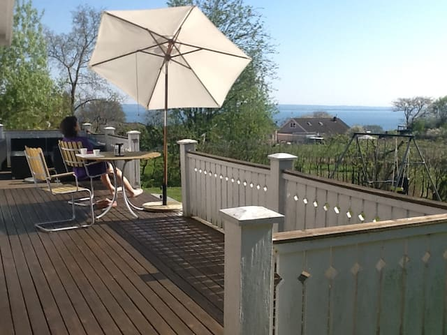 Country charm with beautiful sea view! - Höganäs N - Casa