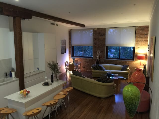Fab private room with pvt bathroom -The Watertower - Redfern - Apartamento