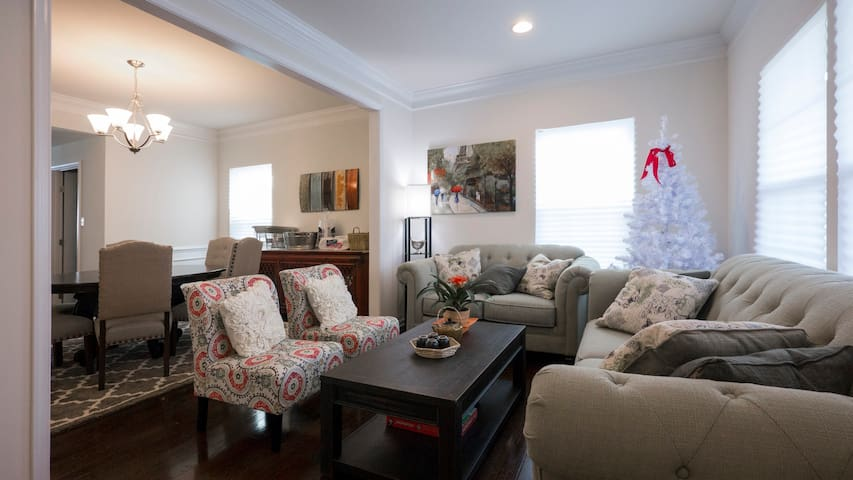 Warm and inviting newly constructed - Gilbertsville - Ev