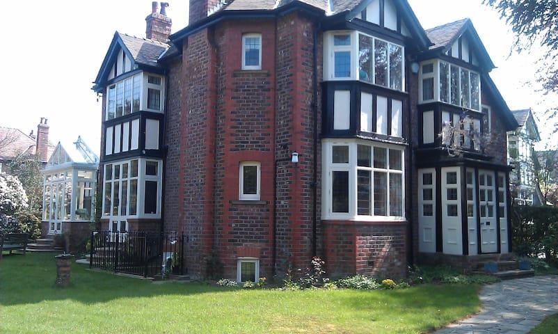 Hale village garden flat - Hale - Appartement